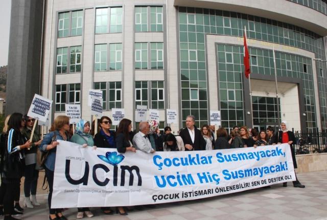 Erbaa'da 9 Çocuğu İstismar Ettiği İddia Edilen Öğretmenin Davası Başladı