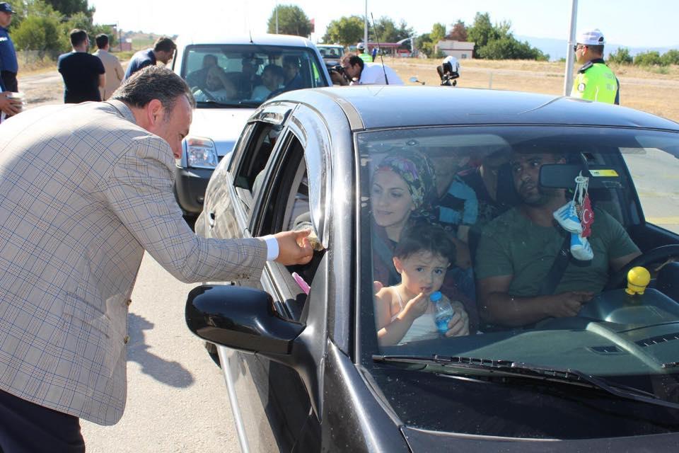 Erbaa Kaymakamından Yolculara ve Sürücülere Sarma Sürprizi