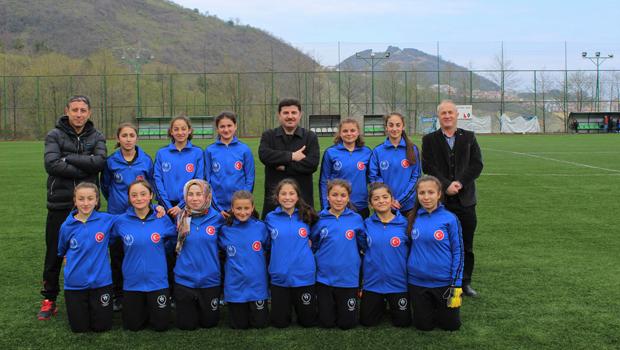 Tepeşehir YBO Yıldız Kız Futbol Takımı  TÜRKİYE ŞAMPİYONLUĞUNA KOŞUYOR