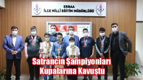 Satrancın Şampiyonları Kupalarına Kavuştu