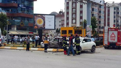 Tokat'ta İki Otomobil Çarpıştı: 1 Ölü, 5 Yaralı