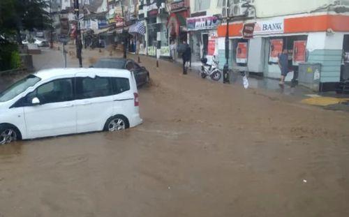 Tokat'ta Sağanak Yağış Hayatı Olumsuz Etkiledi